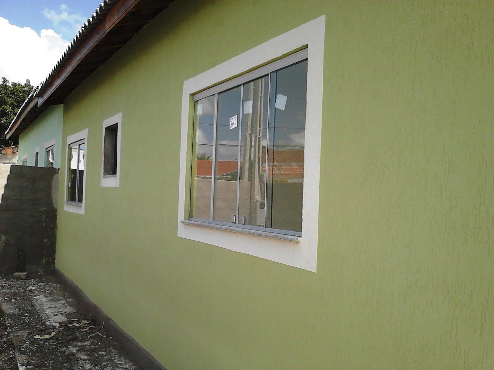 Casa geminada com 62 m² de área construída; #2B5EA0 1600x1200 Acabamento Janela Banheiro