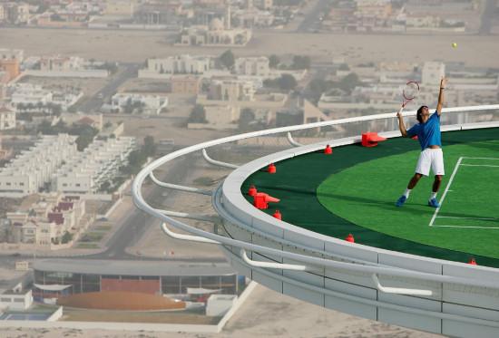 http://3.bp.blogspot.com/-UYq4o1vRqoQ/TcQE1J_cWII/AAAAAAAAFak/iG2mXnv49qo/s1600/Burj-al-arab-tennis-court-roger-federer-1.jpg