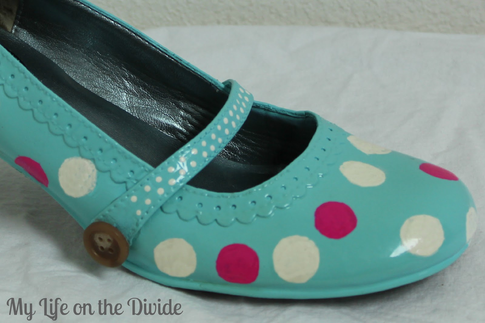how to refashion your shoes into bright polka dot shoes. Black Bedroom Furniture Sets. Home Design Ideas