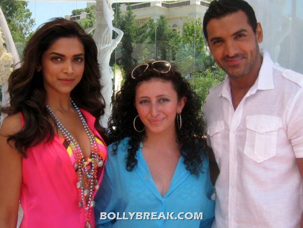 John and deepika in a bathing suit with the  fan -  Deepika,John,Jacqueline,Anil and Saif Race 2 - Fan photos