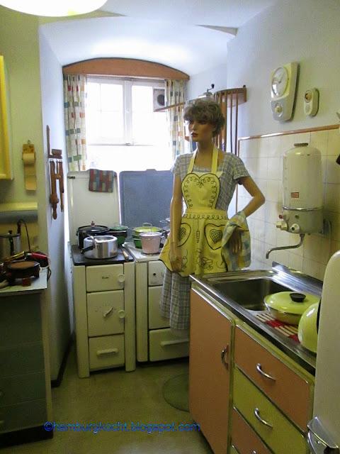 hamburg kocht k che h ker und milchbar im 50er jahre museum in b dingen. Black Bedroom Furniture Sets. Home Design Ideas