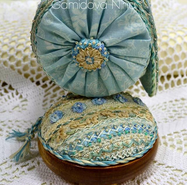 Винтажная сумочка и игольница. Вышивка декоративными швами.
