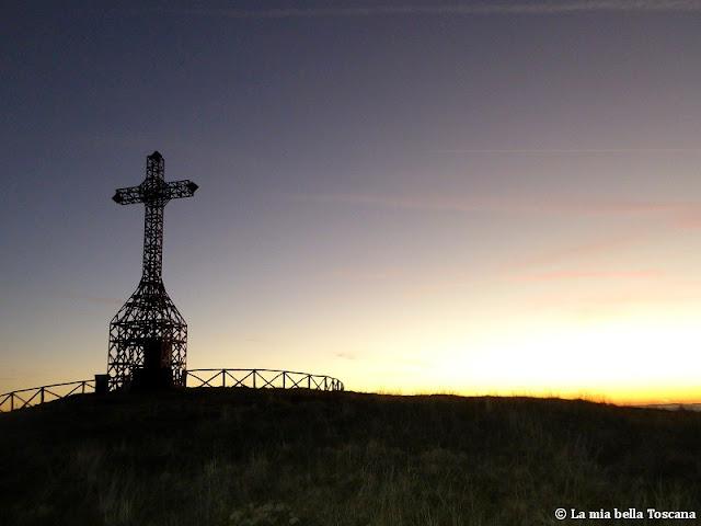 Croce del Pratomagno sulla montagna Toscana