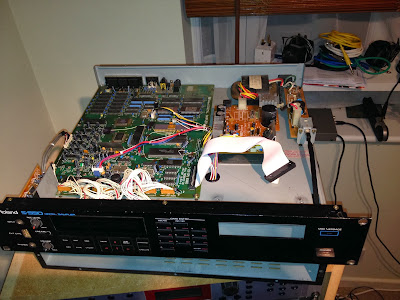 Roland S550 with floppy removed
