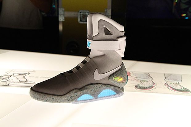 the sneaker addict nike air mag marty mcfly 2015 sneaker new detailed images. Black Bedroom Furniture Sets. Home Design Ideas
