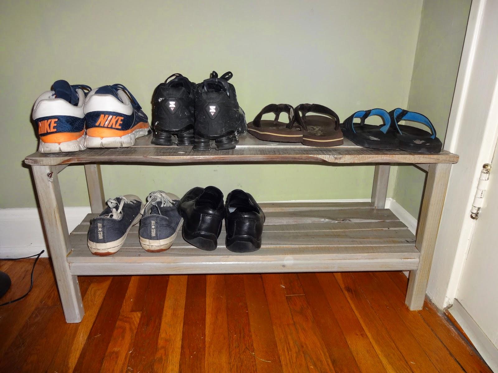 Rustic Cedar: Pallet Shoe Rack