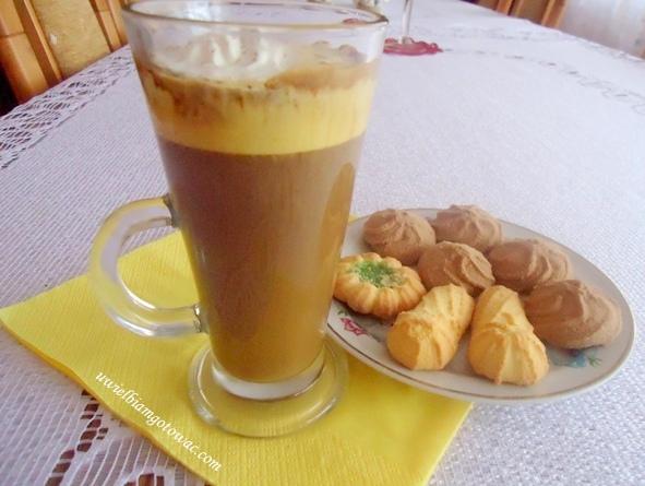 Kawa z jajkiem (żółtkiem)