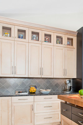Diagonal tile backsplash