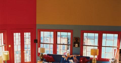 Amplio living comedor con grandes ventanales y una for Ventanales living comedor