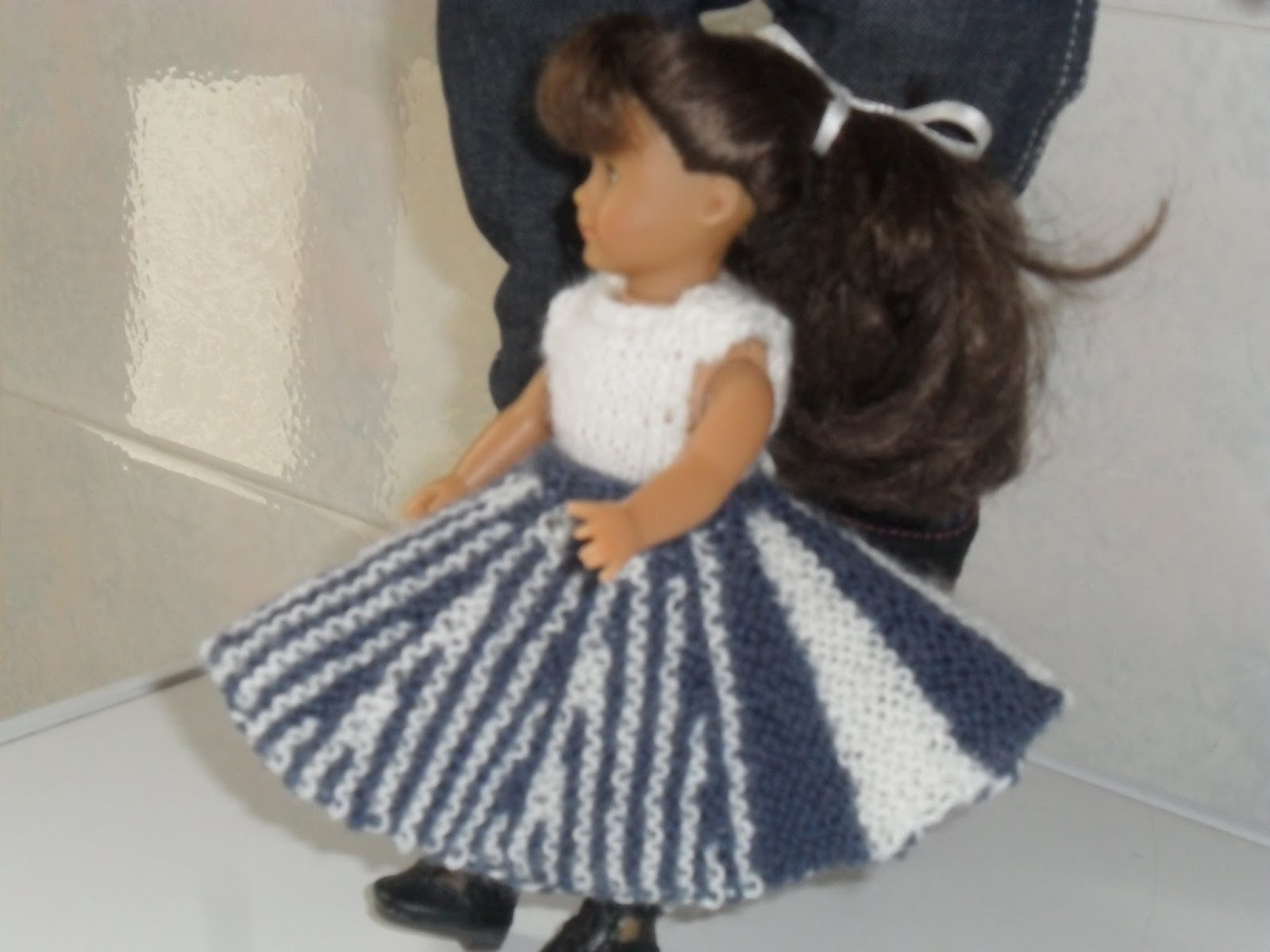 Knitting Pattern For Dolls Skirt : Olive Groves and Doll Knits: Free Mini AGD skirt pattern