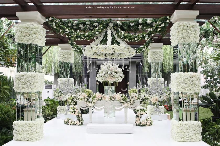 Mind-Blowing Aisle Decor - Belle the Magazine . The Wedding Blog
