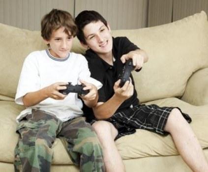jugando-videojuegos-consola-ps4