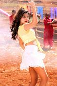 Samantha sizzling in anjaan-thumbnail-3