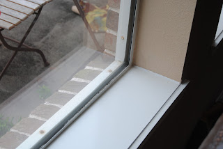Clean window sill