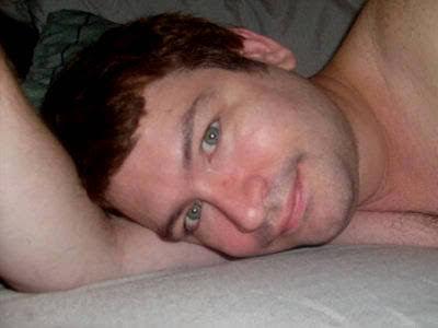 """Jonah disse que teve uma fase """"louca"""" aos 18, e que faz sexo com frequência até hoje. Ele relatou que é bissexual e que se dá bem com mulheres mais velhas."""