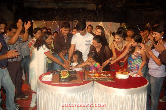 , 'diya Aur Bati Hum' Team Celebrates One Year Completion Bash