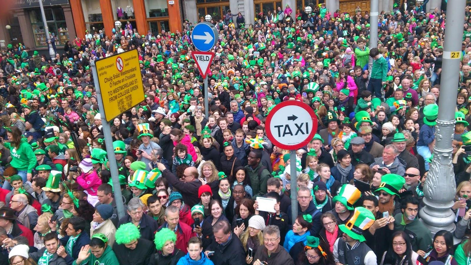 Aquí no.. organizado para hacer disfrutar a las personas a través del desfile!