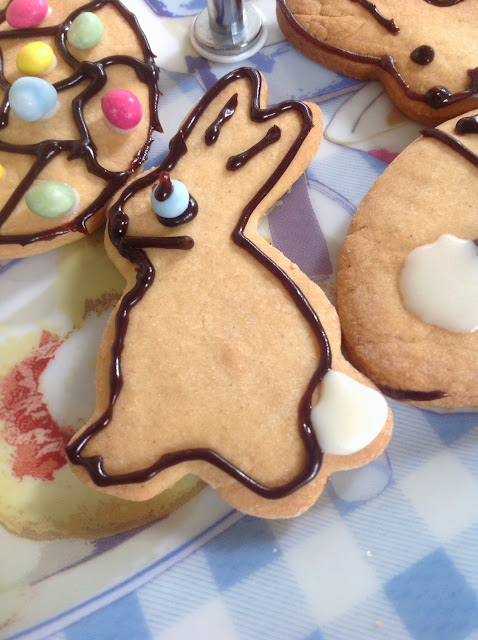 making cookies biscuits easter bunny decoration
