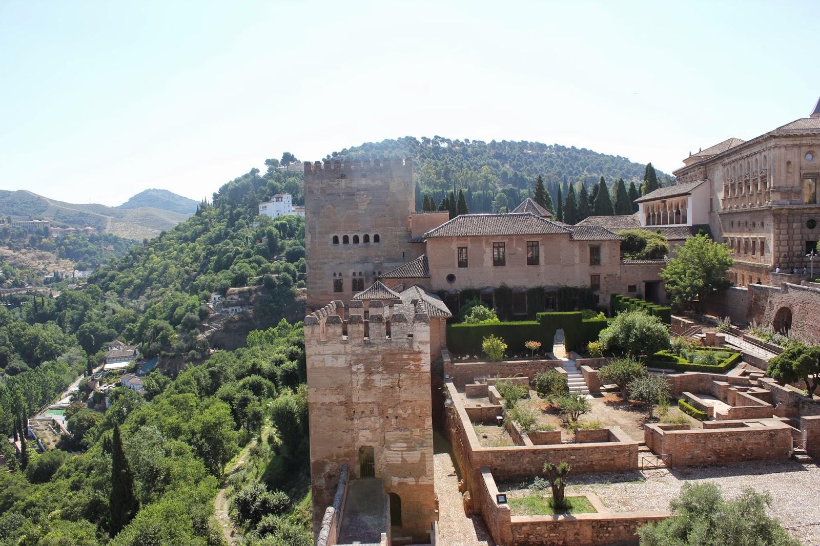 Maravillas ocultas de espa a granada la alhambra i el exterior - Residencia los jardines granada ...