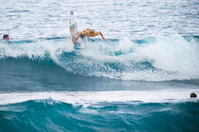 14 Miguel Tudela PER 2015 SATA Azores Pro Foto WSL Laurent Masurel