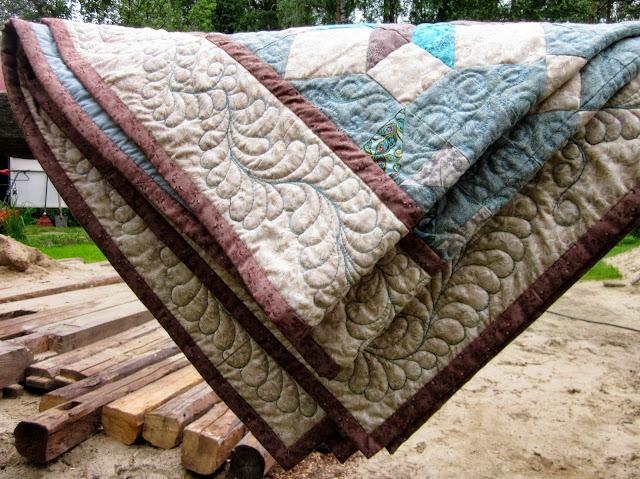 стеганное лоскутное одеяло