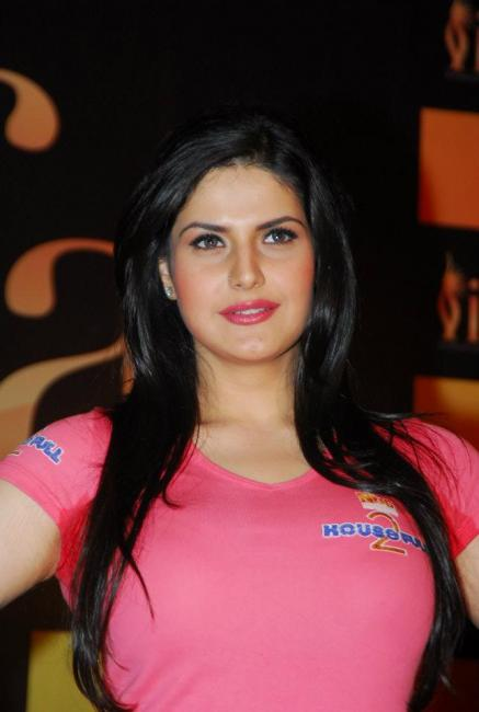Zarine khan Pink Tank Top - Zarine khan at the IIFA 2012 Voting Weekend