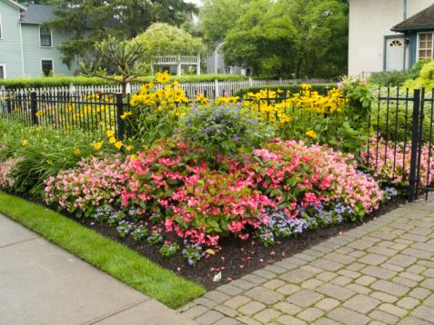 Flower Bed Ideas | Casual Cottage