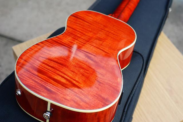 Barnes and Mullins Calthorpe ukulele flamed maple back