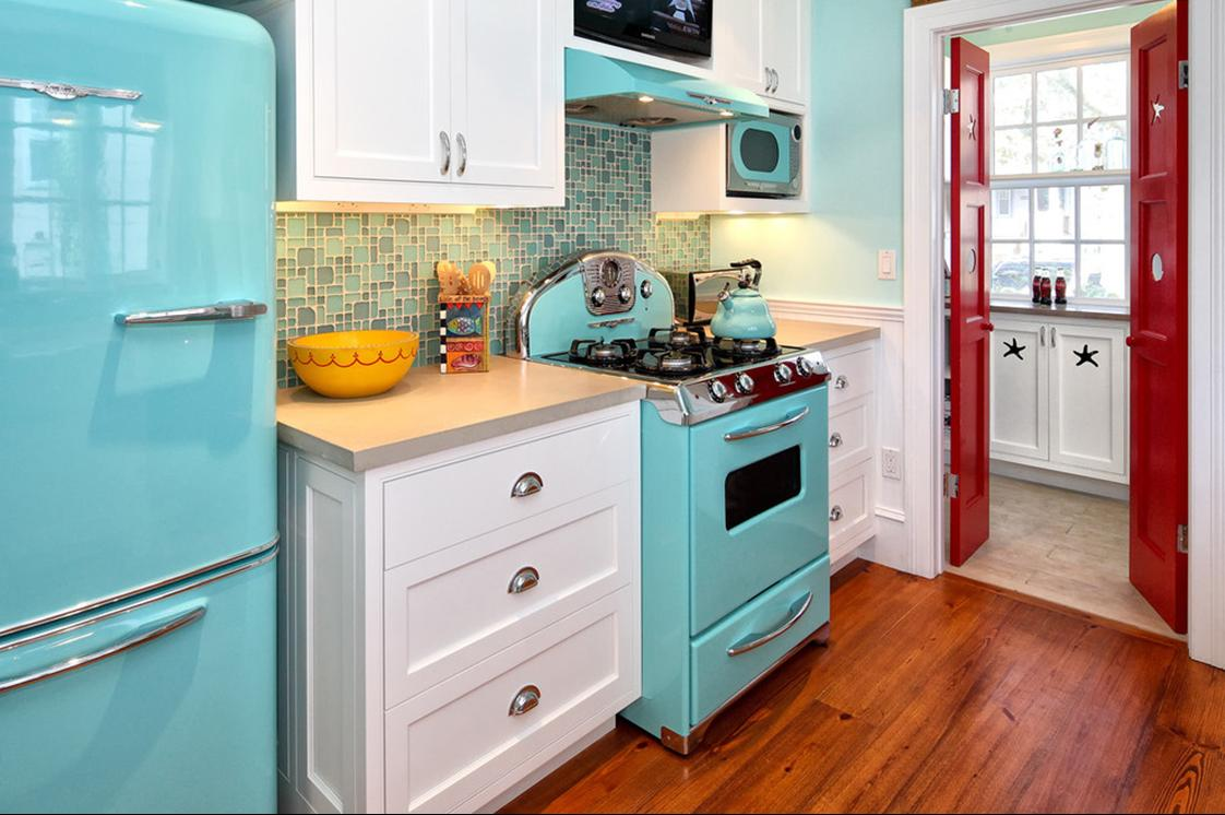 Delorme Designs: RETRO KITCHEN