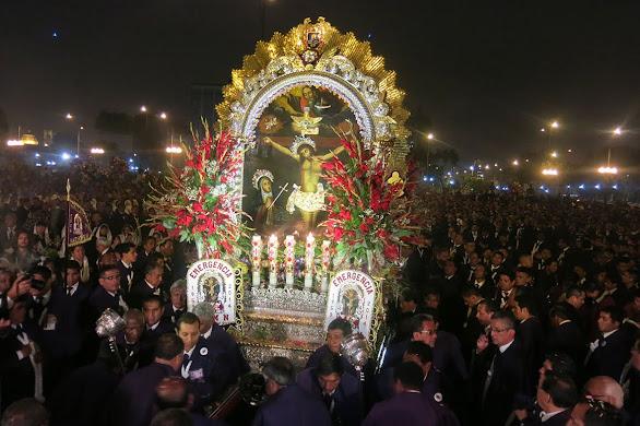 LA PROCESIÓN DEL SEÑOR DE LOS MILAGROS