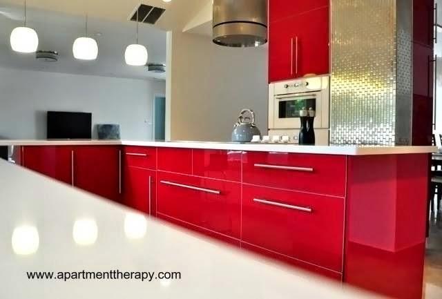 Cocina diseño contemporáneo en rojo y blanco