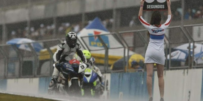 PADOCK  GIRLS: As belas garotas da MotoGP na Inglaterra