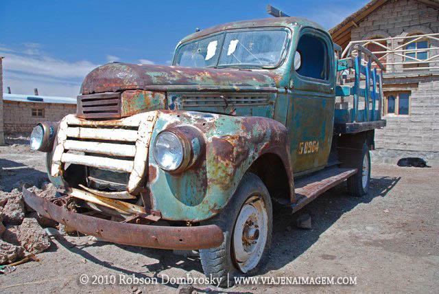 caminhão velho em uyuni na bolívia