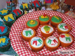 Cupcake junino decorado com pasta americana