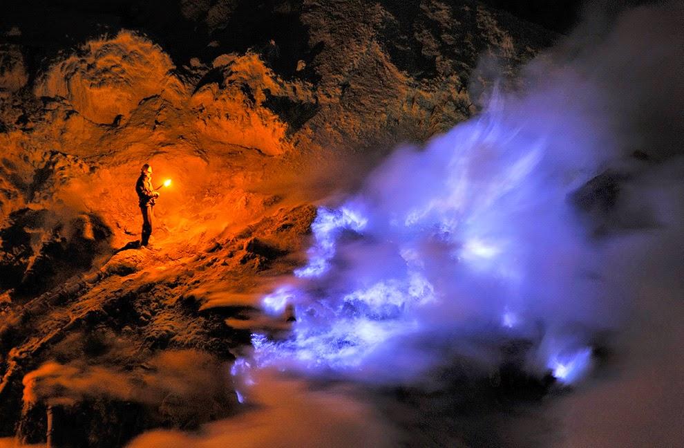 Melihat Api Biru Kawah Ijen Yang Tersohor Di Eropa
