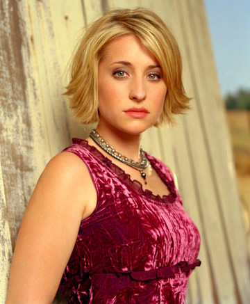 Allison Mack Hot Wallpapers