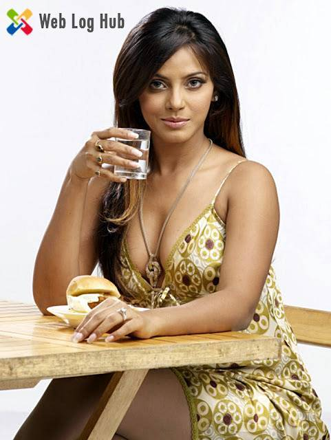 Neetu Chandra Hot Assets Showing while Drinking Water - Web Log Hub