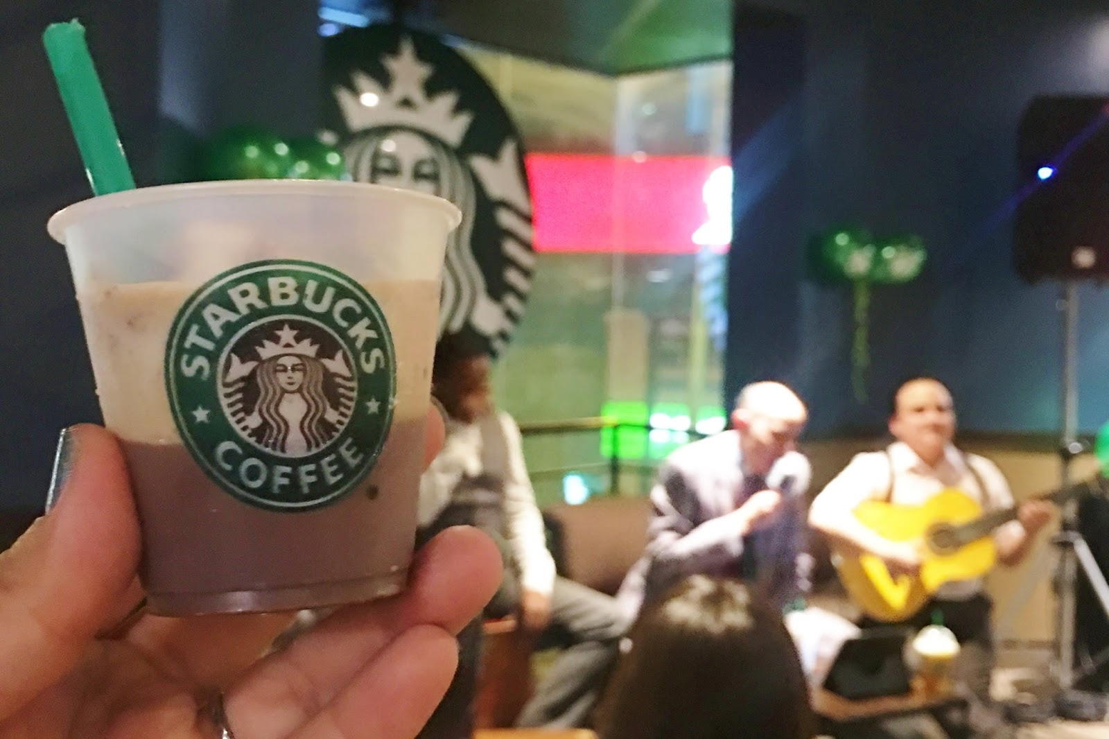#FrappuccinosPeruanos - Starbucks Los Juanelos Música Criolla Perú Lima Miraflores Cafe Frap Frappuccino Summer friends bloggers