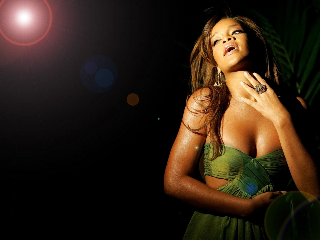 http://3.bp.blogspot.com/-UdOM_XrZm5g/T7VX2gUxFGI/AAAAAAAAA34/KvnReo-6csM/s1600/Rihanna+Wallpapers+For+Windows+7+01.jpg