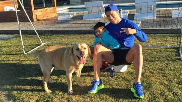 Cristiano ronaldo y su perro wiki perros for Piscinas para perros baratas