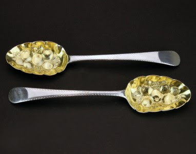 ANTIQUE 18thC GEORGIAN SOLID SILVER GILDED BERRY SPOONS, LONDON c.1744
