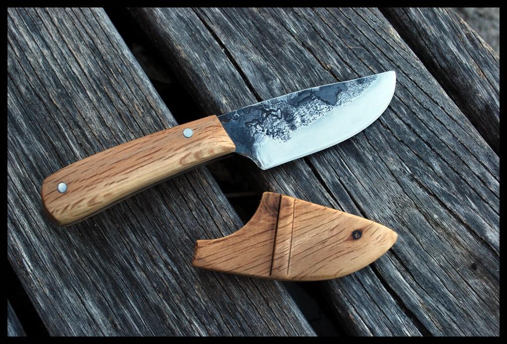 3kg sous terre: couteau outdoor et étui en chêne