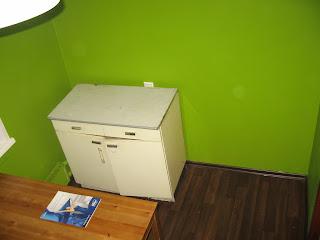 экспериментальная расстановка мебели на кухне - правая сторона