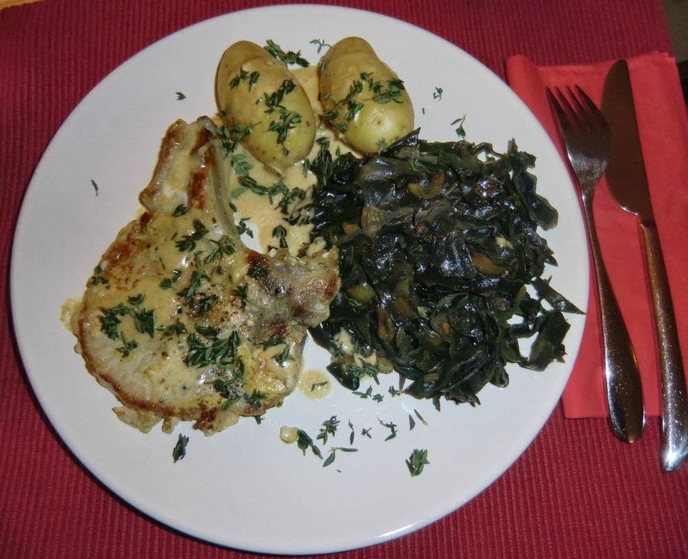 Pork chops with red cabbage and potatoes