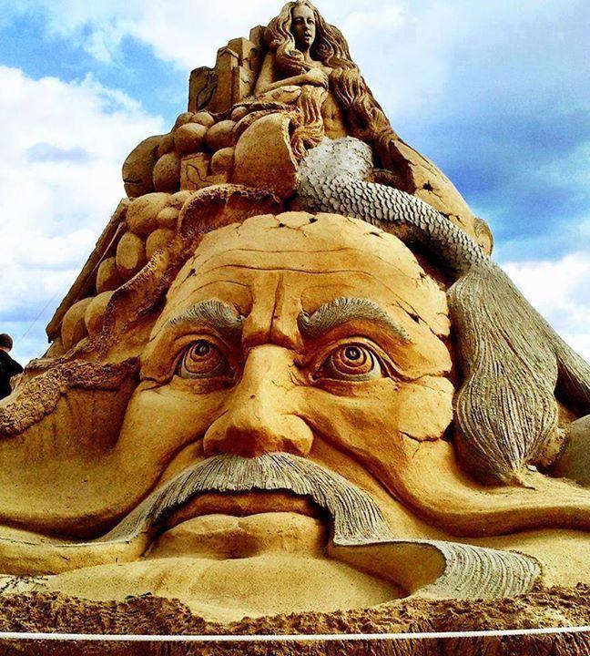 Patung-Pasir-Pantai-Zeus