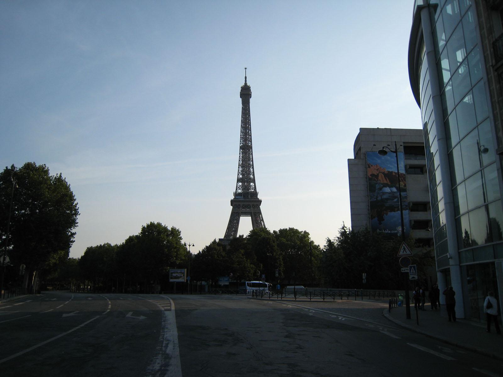 http://3.bp.blogspot.com/-Ue1RLnu4bEY/Tr-CBj7adII/AAAAAAAAQGY/fymkQE6wQnI/s1600/094+Paris+-+Tour+Eiffel.jpg