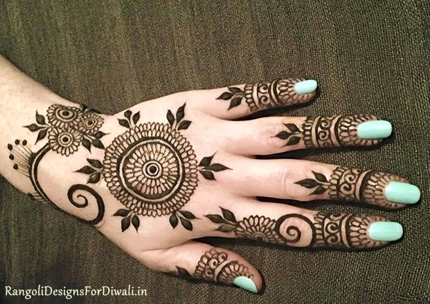 Mehndi Circle Design Photos : Round mehndi design for back hand makedes.com