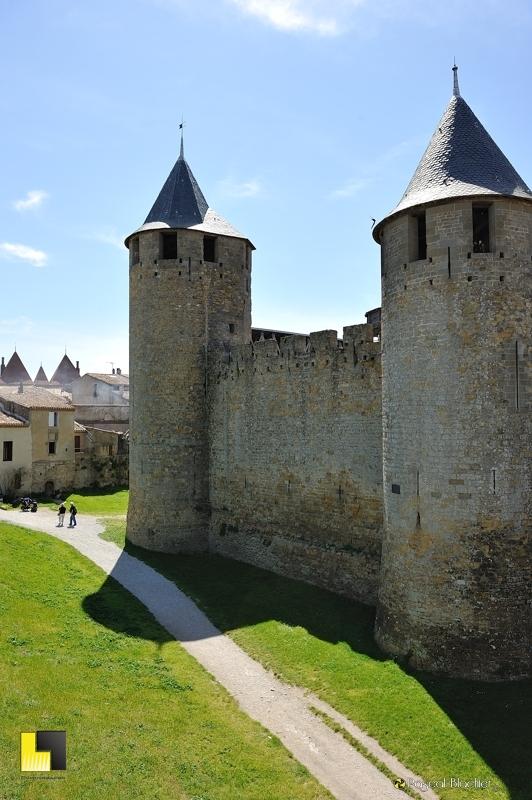 le château comtal de Carcassonne vu des remparts photo pascal blachier