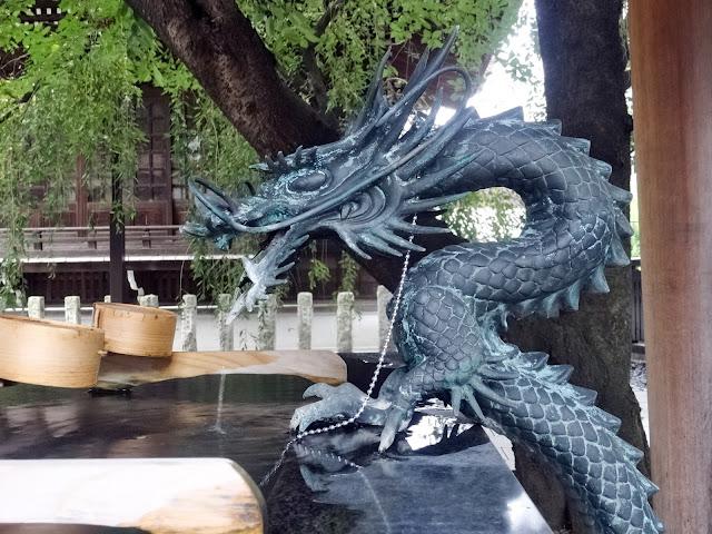 熊野神社,龍の水口,手水舎,新宿〈著作権フリー無料画像〉Free Stock Photos