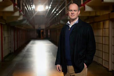 Rich Eisen stuck in Alcatraz on The Great Escape